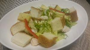 パンとハーブのサラダ
